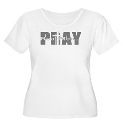 Real Men Pray Women's Plus Size Scoop Neck T-Shirt