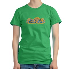 Suns out guns out -- Men Women's Fitted T-Shirt (dark)